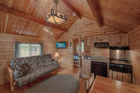 Cabin with a bath and kitchenette - Picture of Yellowstone