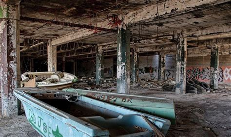 20 Photos of Urban Decay in Detroit - Urban Ghosts Media