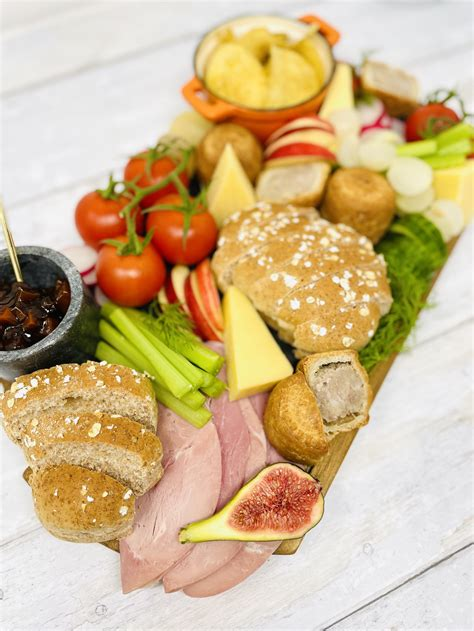 Perfect Ploughman's Lunch - Super Easy! - Daisies & Pie