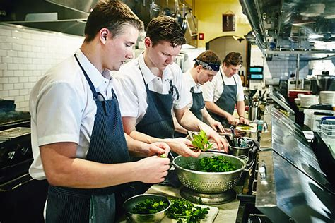 You Would Get Sick Less If Restaurant Workers Had Better